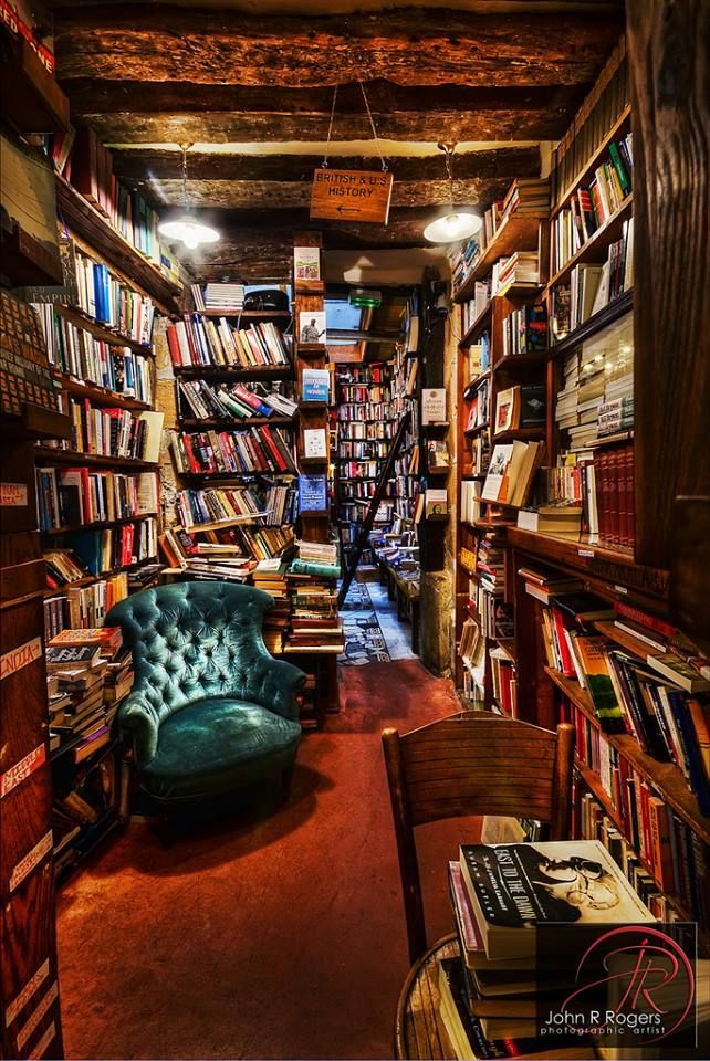 Super Cosy Bookshop: Shakespeare and Company in Paris, France